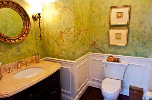 Покраска стены в ванной под